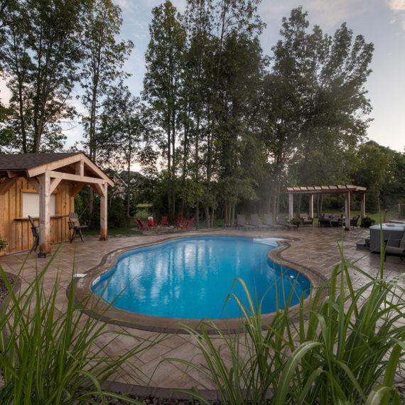 beautiful pool scenery in Red Oak